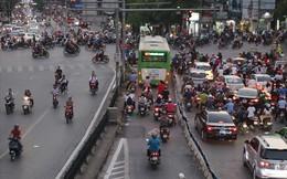 """Nhiều phương tiện chen lấn, buýt nhanh BRT """"rùa bò"""" trên làn dành riêng"""