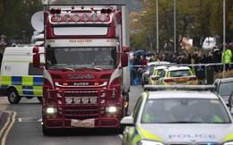Hành động của lực lượng cảnh sát Anh khi xe chở 39 thi thể trong container rời đi để phục vụ công tác điều tra vừa xót xa, vừa ấm lòng