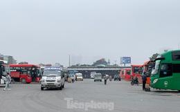 Người dân dùng phương tiện cá nhân về quê, bến xe Hà Nội vắng khách