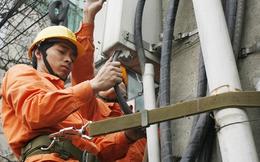 Muốn không bất ngờ với giá điện, phải leo lên cột điện xem đồng hồ?