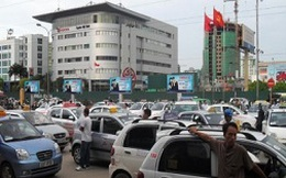 """Chính phủ chỉ đạo ngăn chặn taxi """"dù"""" tại các sân bay lớn"""