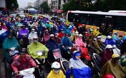 Hà Nội tê liệt vì mưa, ùn tắc kéo dài cả cây số