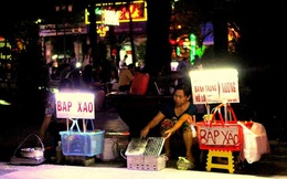 Thu tiền triệu mỗi ngày từ bán bắp xào ở Sài Gòn