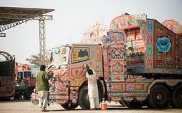 Ngắm những chiếc xe tải 'độc và lạ ' đầy màu sắc tại Pakistan