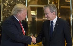 Cơn phẫn nộ của Donald Trump và những vị CEO vội vã bước ra từ tòa tháp mạ vàng