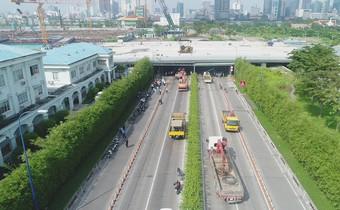 [Clip] Toàn cảnh vụ sập giàn giáo công trình trước cửa hầm Thủ Thiêm gây hỗn loạn giao thông tại TP.HCM
