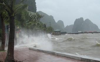 Áp thấp nhiệt đới tiến gần bờ biển Nam Định - Thanh Hóa