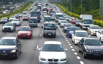 """Singapore """"đóng băng"""" lưu thông xe hơi từ 2018"""