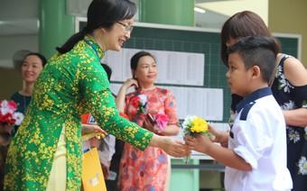 Tri ân ngày nhà giáo: Câu chuyện cảm động về cô giáo đầu tiên của tuổi học trò