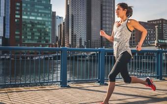 Chạy bộ mỗi sáng rất có ích cho sức khỏe, đây là tất cả những điều bạn cần biết để lựa chọn được một đôi giày phù hợp