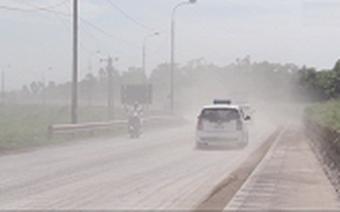 Xe tải hoành hành, dân Quảng Ninh khổ sở sống chung với khói bụi
