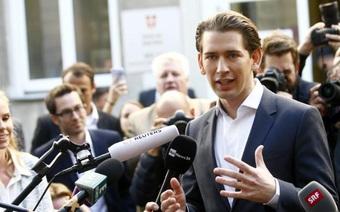 """27 tuổi làm Ngoại trưởng, 31 tuổi sắp trở thành Thủ tướng, """"làn gió mới"""" Sebastian Kurz là ai?"""