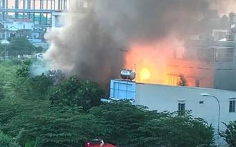 TP HCM: Cháy lớn cở sở sang chiết ga, người dân hoảng loạn tháo chạy