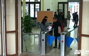 Ảnh: Cổng soát vé tự động ở ga Hà Nội hoạt động thế nào?