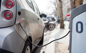 Giá dầu sẽ chỉ còn... 10 USD/thùng vì xe điện và Trung Quốc?