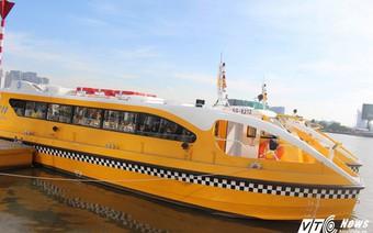 Dân Sài Gòn háo hức trải nghiệm tuyến buýt sông đầu tiên trong ngày đầu hoạt động