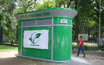 Nhiều nhà vệ sinh công cộng trăm triệu tại Hà Nội bỏ hoang, cỏ mọc um tùm
