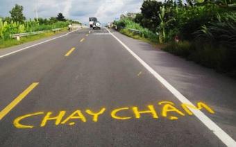 Dân vẽ cảnh báo nguy hiểm trên đường tránh Cai Lậy