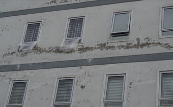 """Hộ chung cư """"hai không"""" kêu trời vì nhà xuống cấp, phải cạy thang máy để cứu người"""