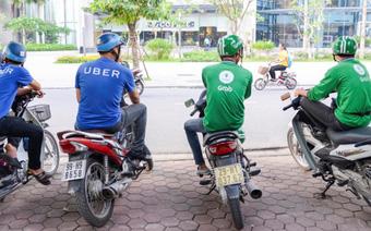 Sinh viên, cử nhân đổ xô chạy xe Uber, Grab tạo ra hệ luỵ gì?