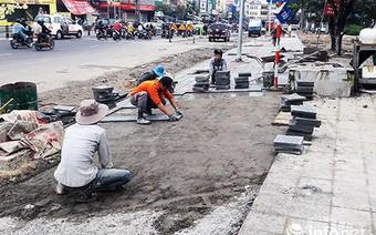 Đà Nẵng: Vì sao vỉa hè nhiều tuyến đường phục vụ APEC 2017 mới lát đã hư hỏng?