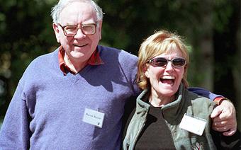 3 'người thầy' ảnh hưởng lớn tới sự thành công của Warren Buffett, người vợ đầu tiên đã dạy ông nhiều nhất về đầu tư