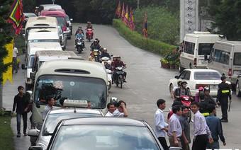 Quảng Ninh cấm cán bộ, công chức đi lễ hội trong giờ hành chính