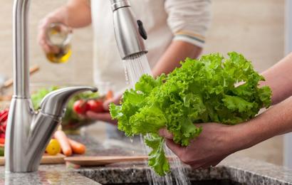 Phòng tránh ngộ độc thực phẩm dịp trong Tết: Bạn sẽ không hối hận nếu biết chắc những điều này