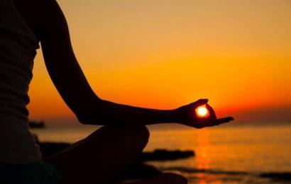Nửa đời về sau, hãy học cách cúi mình và trở nên bình thản: Mặc vật chất dư dả hay bần cùng, chỉ cần giữ cho mình điều chí cốt này, bạn sẽ một cuộc đời hạnh phúc