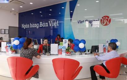 Hơn 7.000 phần quà tặng khách hàng khi đến Bản Việt gửi tiết kiệm