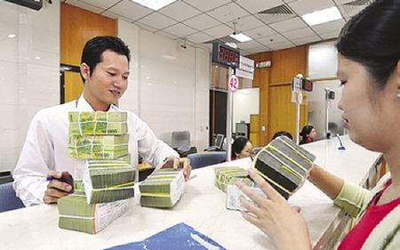 Thống đốc NHNN yêu cầu các tổ chức tín dụng cắt giảm chi phí để hạ lãi suất