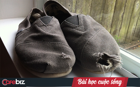 Câu chuyện đôi giày rách và những đồng xu: khi cho đi, ta sẽ nhận lại được nhiều hơn thế!