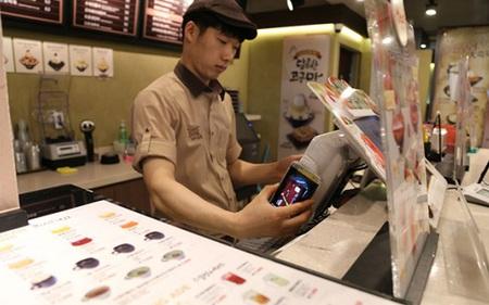 Ở Hàn Quốc, người ta đi chợ không mang theo tiền cũng chẳng mang thẻ tín dụng, đây là lý do vì sao