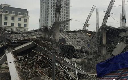 Ảnh: Hiện trường đổ nát vụ sập trường mầm non đang thi công ở Mỹ Đình