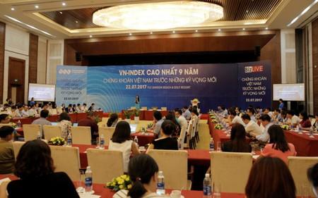 Chuyên gia SSI lý giải vì sao TTCK Việt Nam tăng mạnh trong khi tăng trưởng GDP năm 2017 còn gặp nhiều thách thức