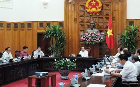 Thủ tướng Nguyễn Xuân Phúc và Tổ tư vấn đã thảo luận những gì trong phiên họp chính thức đầu tiên?
