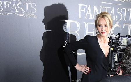Che giấu giới tính để viết Harry Porter: Phép biến hình đã đưa J.K. Rowling trở thành tỷ phú như thế nào?