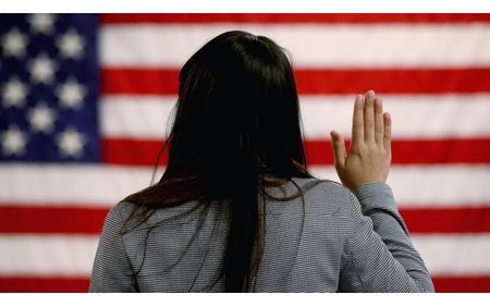 Chuyện nhập cư vào Mỹ: Cần người hay cần tiền?