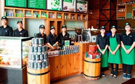 Cuối tuần hay ngồi Highlands, Starbucks, nhưng bạn có biết lí do vì sao giá cà phê ở đó lại đắt hơn cà phê đường phố gấp nhiều lần?