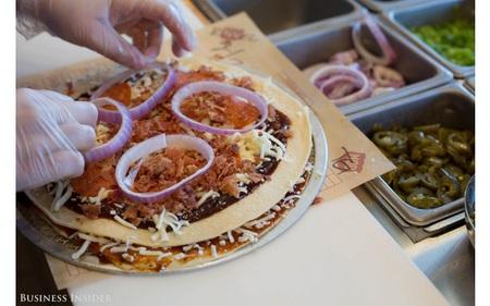 Cựu lãnh đạo Starbucks đang sở hữu chuỗi pizza tăng trưởng hơn 200%/năm, khiến cả Pizza Hut và Domino's phải lo sợ