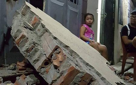 Hà Nội: Sập tường trường Tiểu học Đồng Tâm, nhiều người may mắn thoát nạn