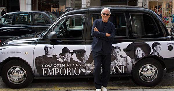 Xe Emporio Armani của ông Giorgio Armani bất ngờ xuất hiện tại Tràng Tiền Plaza