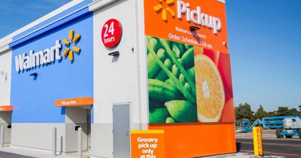Walmart ''gồng mình'' để giữ vững danh hiệu nhà bán lẻ lớn nhất thế giới và cạnh tranh với ''gã khổng lồ'' Amazon