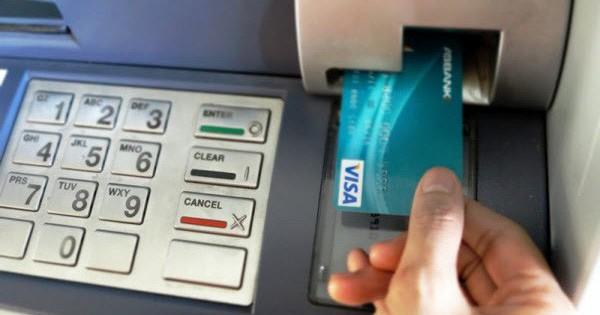 Ai cũng biết thẻ tín dụng tiện lợi, nhưng vì sao người ta còn ngần ngại sử dụng?