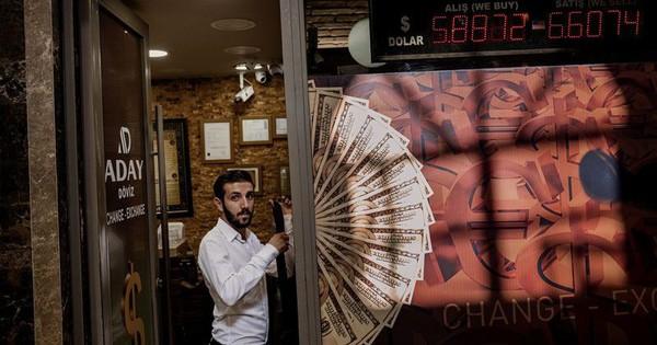 """Nỗi lo Thổ Nhĩ Kỳ """"nhấn chìm"""" tiền tệ và chứng khoán mới nổi"""