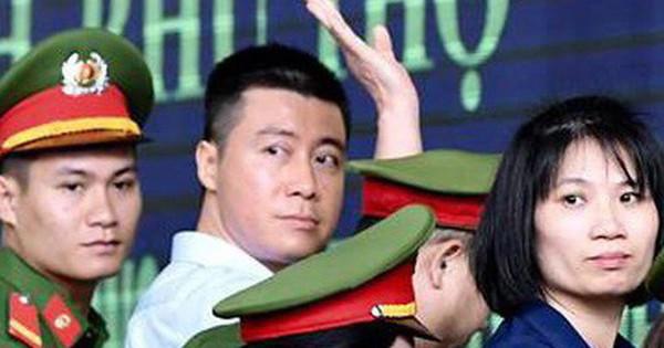 Phút tạm biệt người thân của ''ông trùm'' cờ bạc Phan Sào Nam ở sân tòa