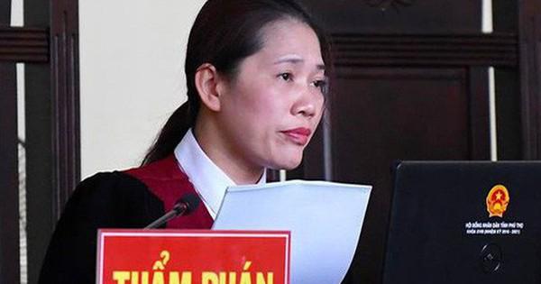 Nữ chủ tọa xử vụ ông Phan Văn Vĩnh: ''Bị cáo không phải chào Hội đồng xét xử''