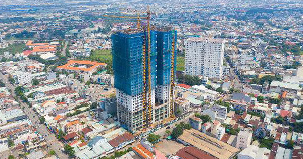 Phú Đông Premier: Khách hàng kiểm chứng căn hộ thật ngay tại công trường