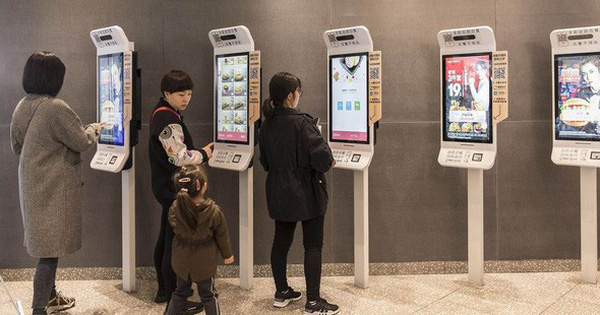 'Cảnh giới' mới của KFC ở Trung Quốc: Khách order qua màn hình cảm ứng, camera quét gương mặt để thanh toán và AI 'học' khẩu vị của từng người để gợi ý menu phù hợp