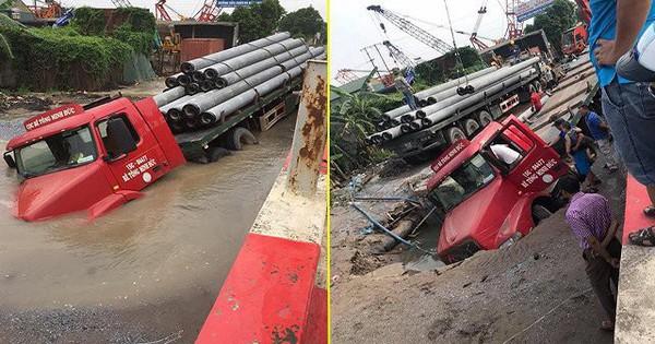 """""""Hố tử thần"""" nuốt chửng đầu xe container ở Hà Nội"""